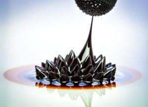 Ferrofluid reagiert auf Magnet